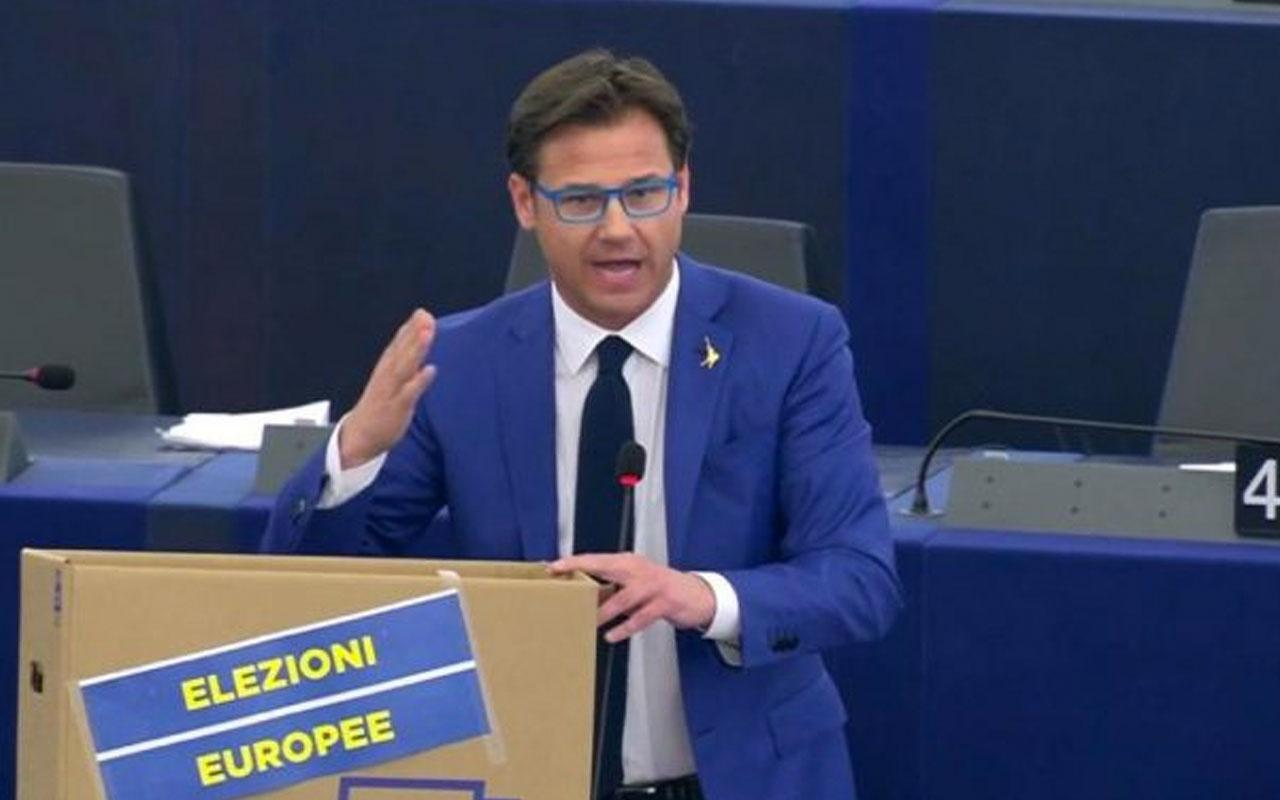 AP'de İtalyan vekilin güldüren protestosu! Türk çikolatası yemeyecekmiş
