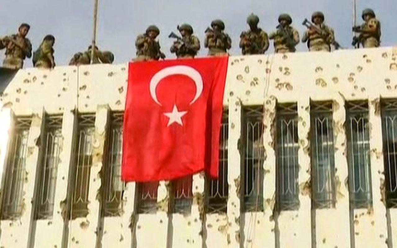Resulayn'da YPG'nin karargahına Türk bayrağı! İşte zaferin fotoğrafı