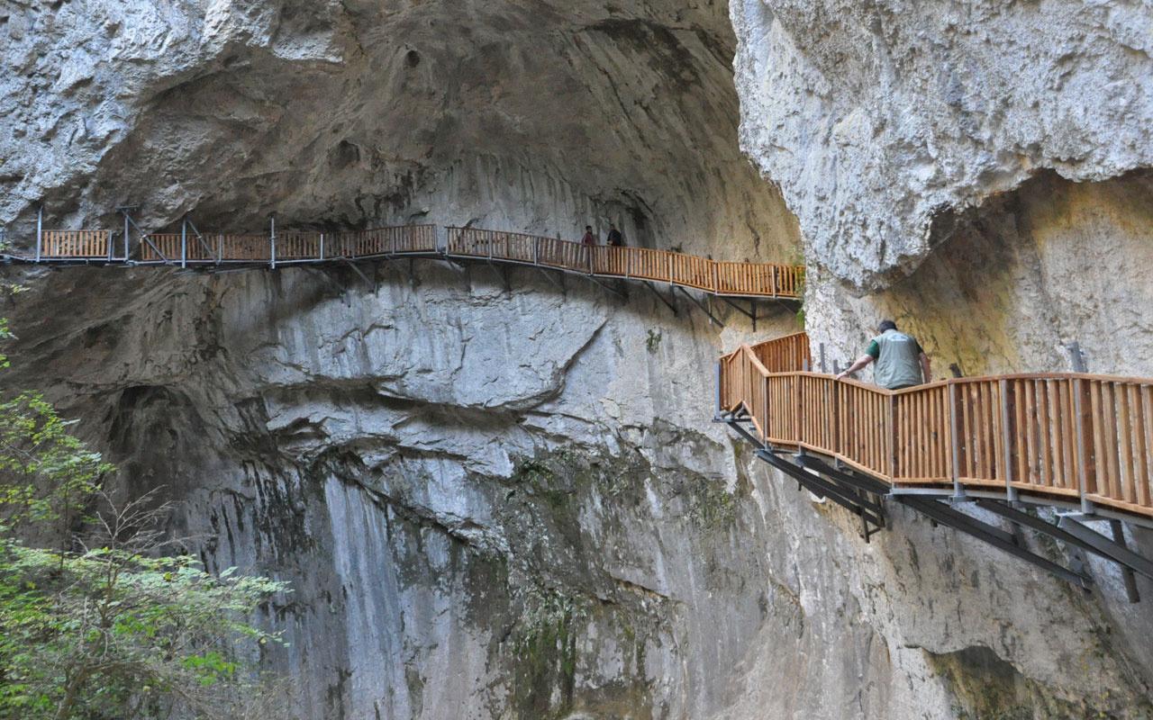 Kastamonu'da dağa civatalarla monte edilen yürüyüş yolu yürekleri ağza getirdi