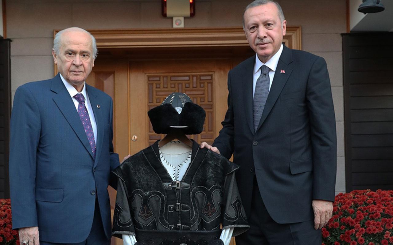 Devlet Bahçeli'nin Cumhurbaşkanı Erdoğan'a hediye ettiği hakan kaftanının sırrı