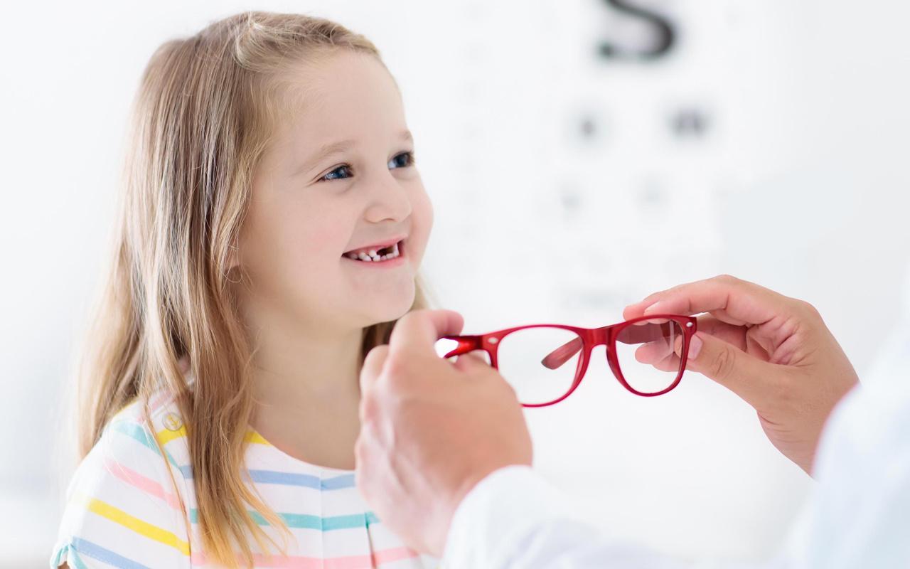 Çocuklar gözlük kullanmaya nasıl alıştırılır?