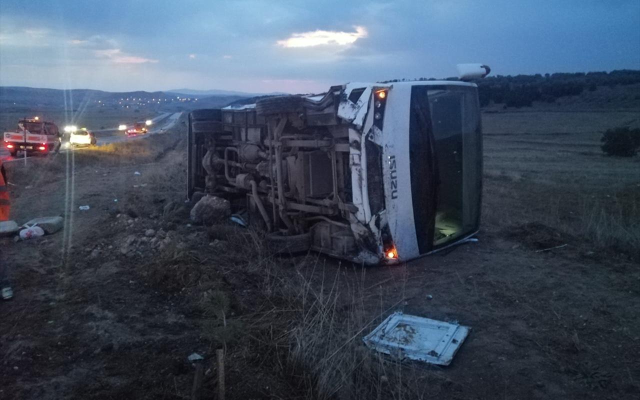 Yozgat'ta üniversite öğrencilerini taşıyan otobüs devrildi 27 yaralı