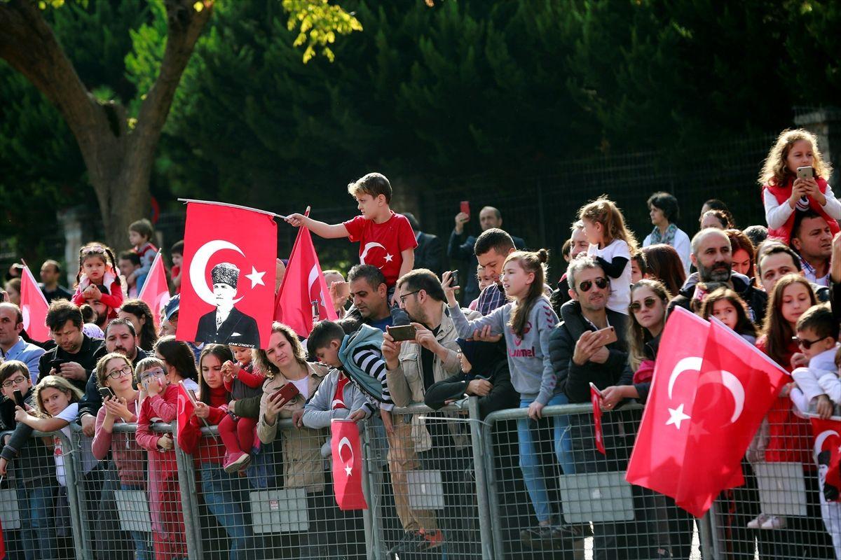 İstanbul'daki Cumhuriyet Bayramı'ndan renkli görüntüler! İmamoğlu'ndan açıklama