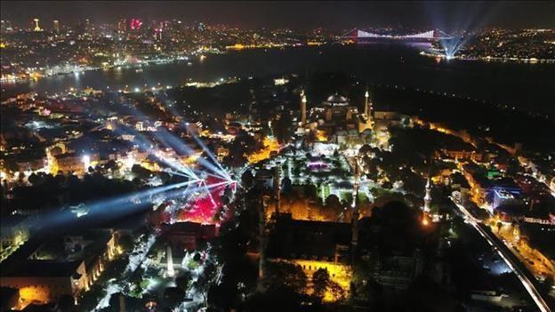 Dilek İmamoğlu'nun 'Cumhuriyet' kıyafeti sosyal medyada olay oldu