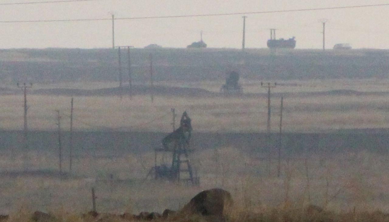 Rus askeri polisinden petrol kuyuları çevresinde devriye