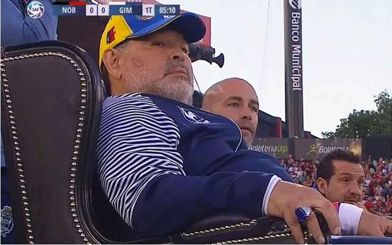 Maradona'ya özel taht yaptılar yer yerinden oynadı