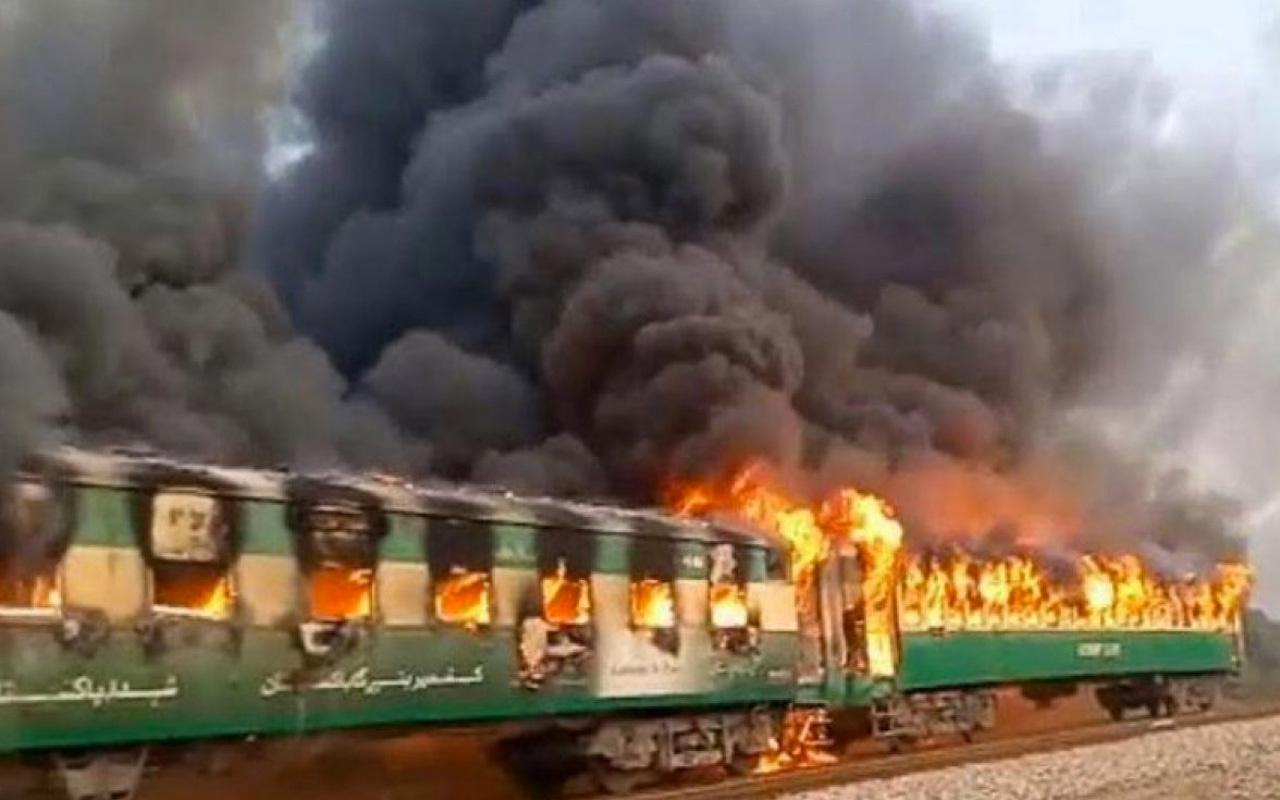Pakistan'da yolcu treninde son dakika yangın faciası! Çok sayıda ölü var
