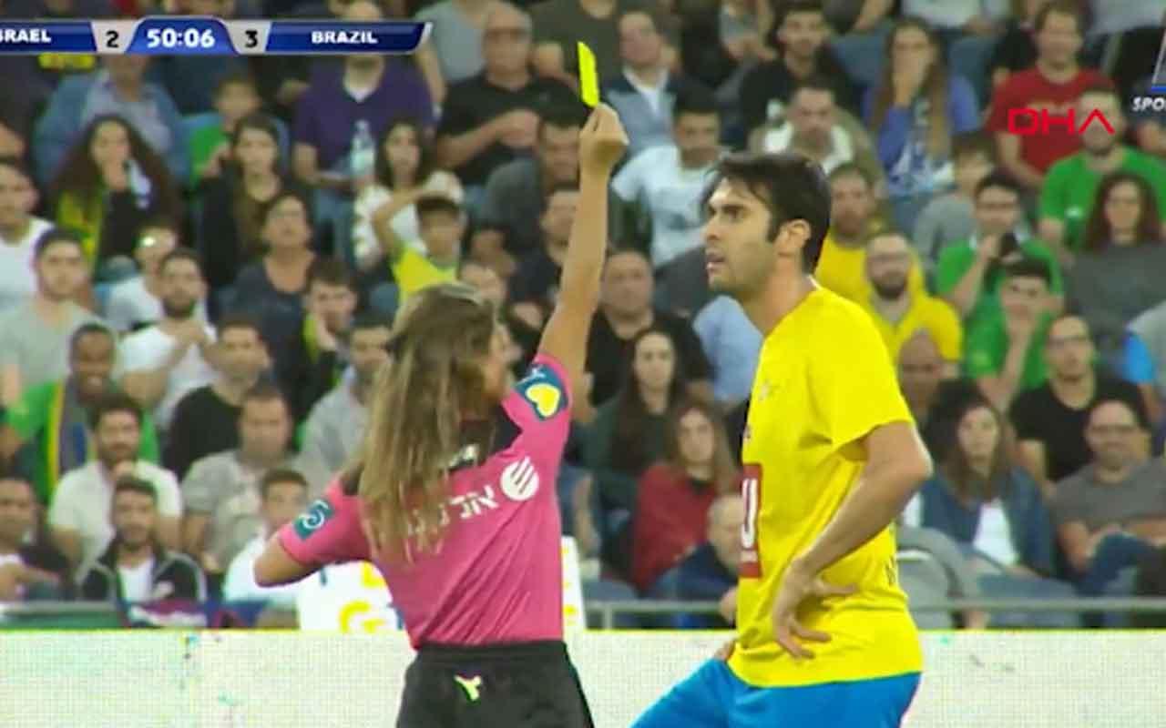 Öz çekim için sarı kart gösterdi