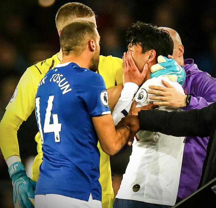 Andre Gomes'in ayağı kırıldı Cenk Tosun yıkıldı kaldı