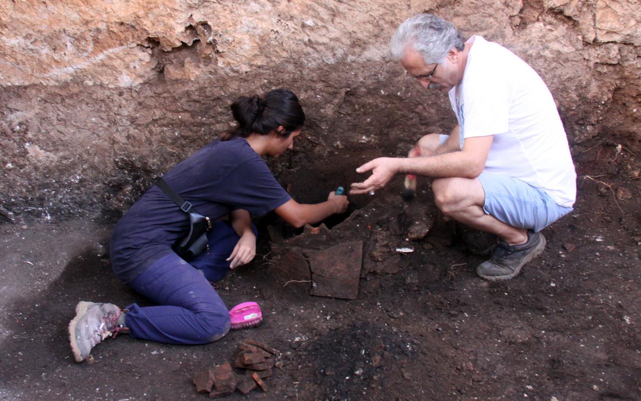 Arkeolojik kazıda bulundu kimse açamaya cesaret edemiyor içinde kara büyü var