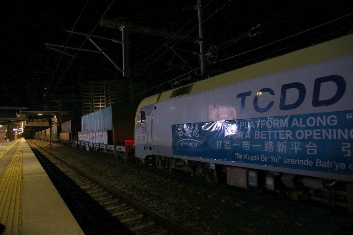 Marmaray için tarihi an! İpek Yolu treni Boğaz'dan geçti