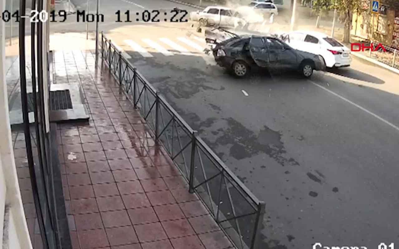 Rusya'da feci kaza! Yola böyle savruldular