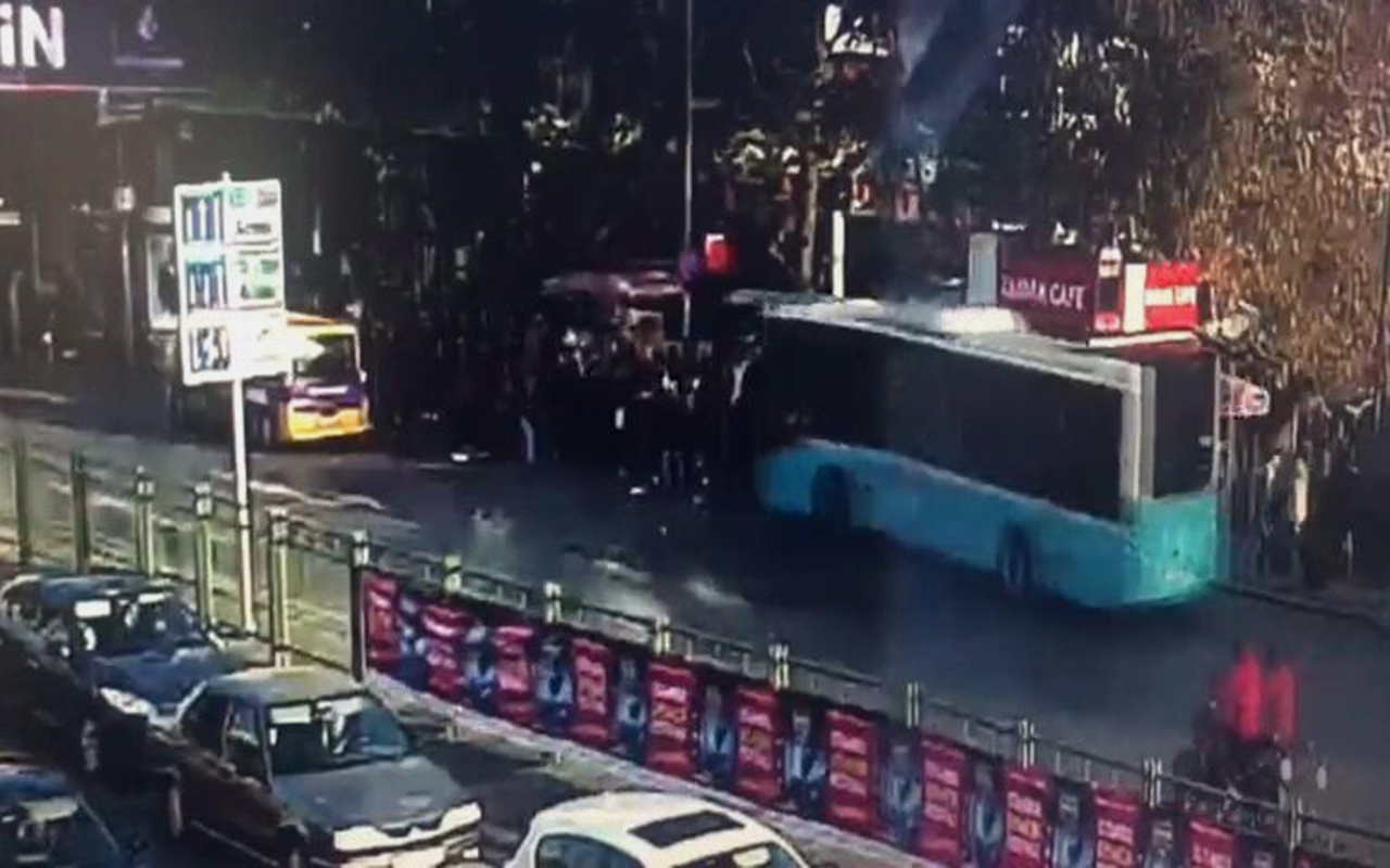 İstanbul Beşiktaş'ta otobüsün durağa daldığı dehşet anları