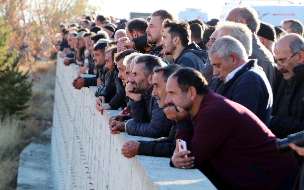 Antalya'da siyanür zehirlenmesiyle ölen 4 kişilik ailenin cenazeleri toprağa verildi