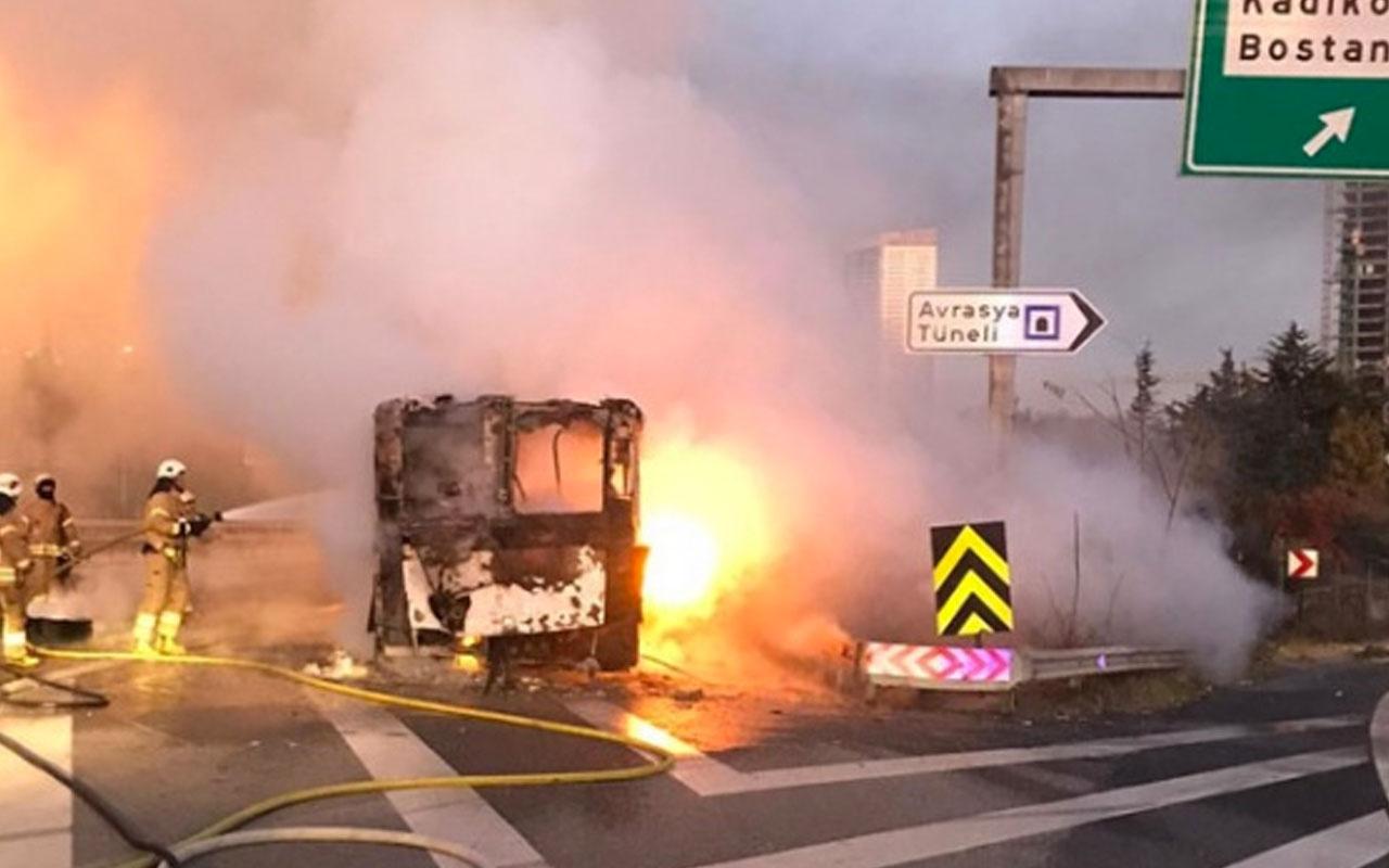 TEM Otoyolu'nda otobüs alev alev yandı
