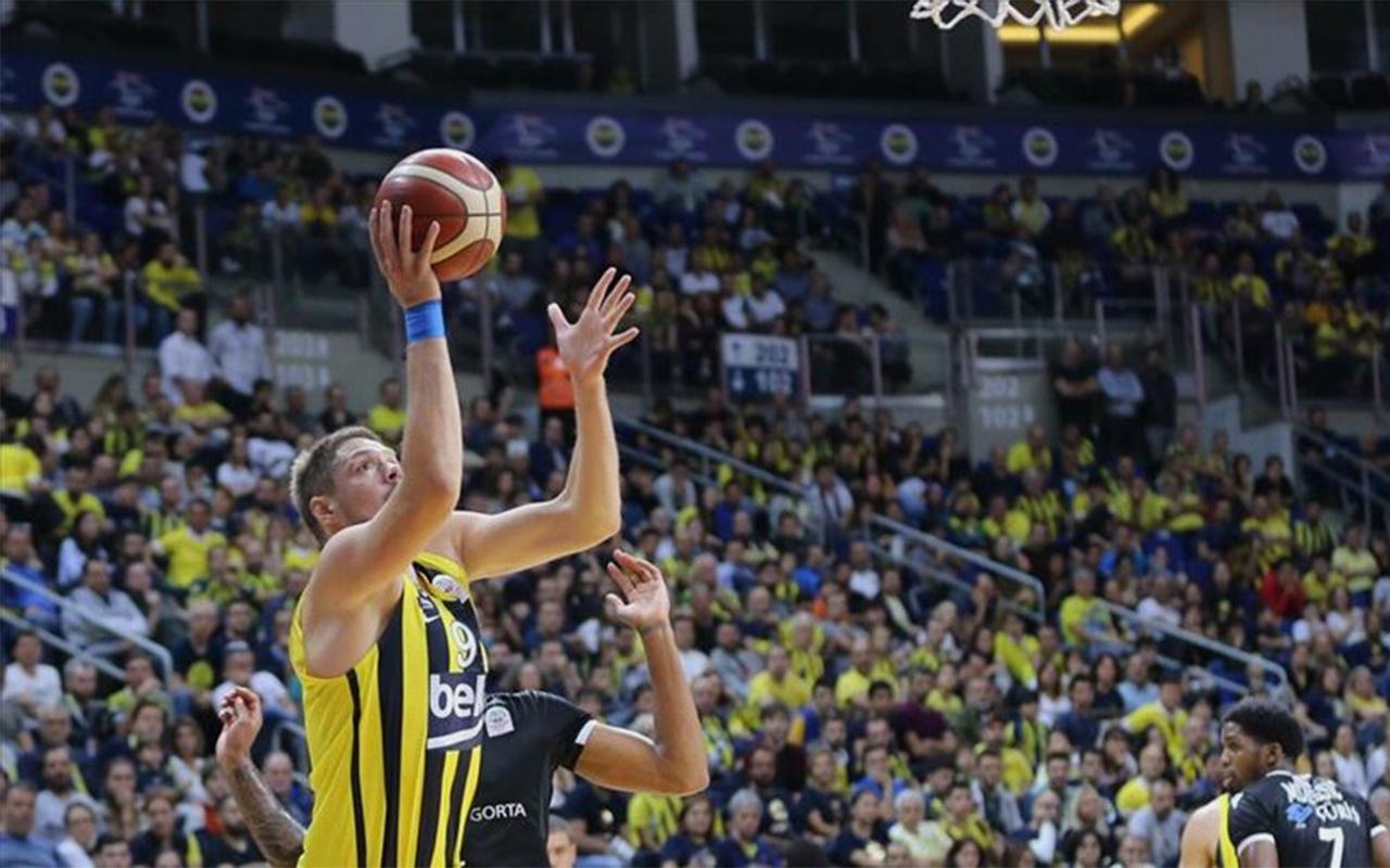 Fenerbahçe derbide Beşiktaş'ı devirdi