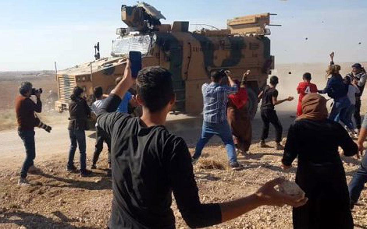 Ruslarla ortak devriye! YPG yandaşlarından askeri konvoya taşlı saldırı