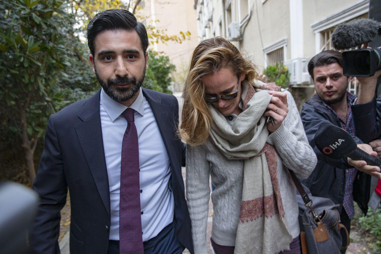 İngiliz ajanın eşine yurt dışına çıkış yasağı mendil satan atan 10 gündür kayıp