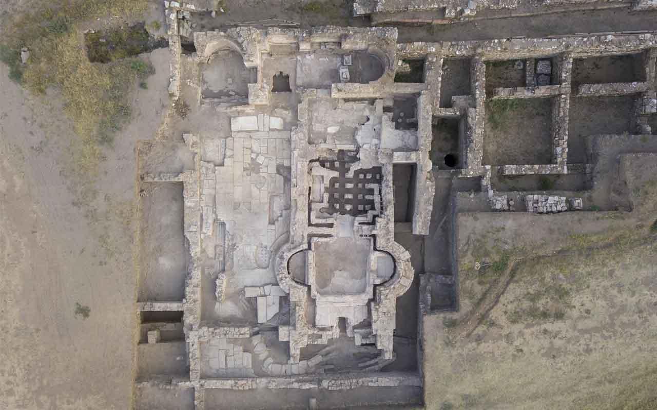 İzmir'de M.Ö 3 bin yıllık Metropolis Antik Kenti'nde ortaya çıkanlar şoke etti