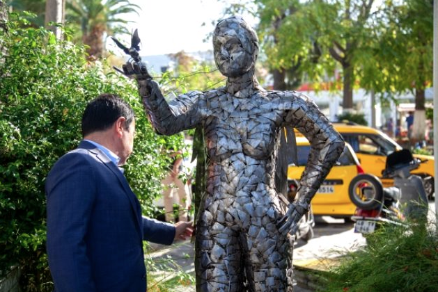 Neslican Tay'ın heykeli dikildi 4. kez yakalandığı kanseri yenememişti