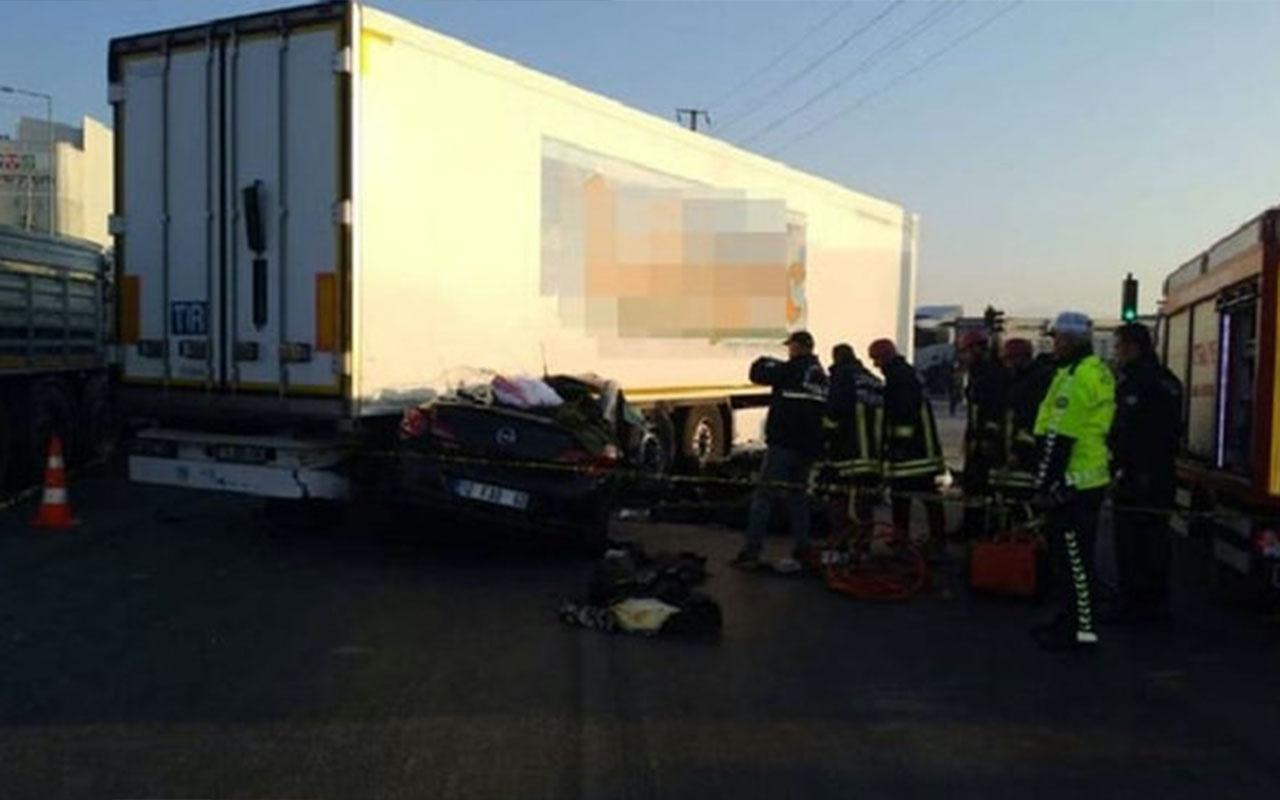 Çorum'da korkunç kaza! Otomobil TIR'ın altına girdi 3 ölü 1 yaralı
