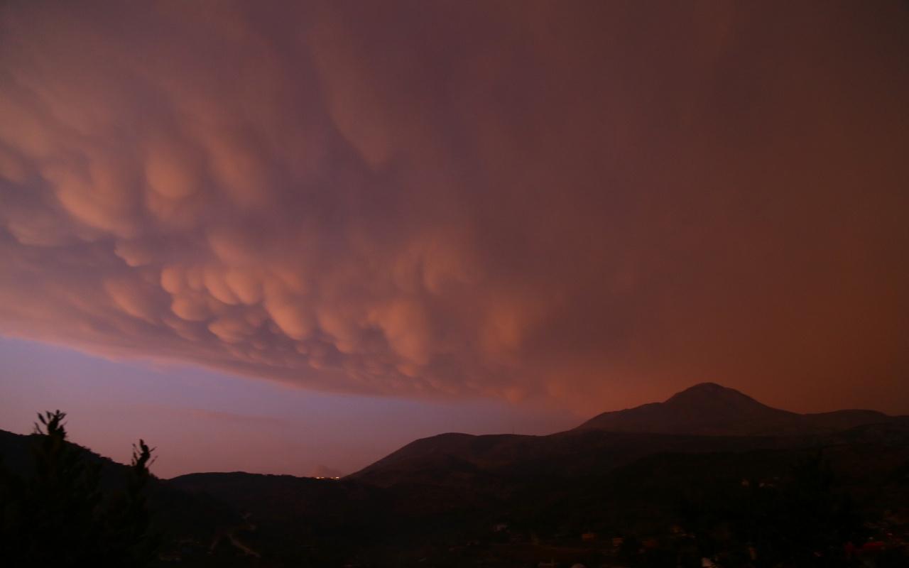 Türkiye'de ender görülüyordu! Memeli bulutlar Hatay'da ortaya çıktı