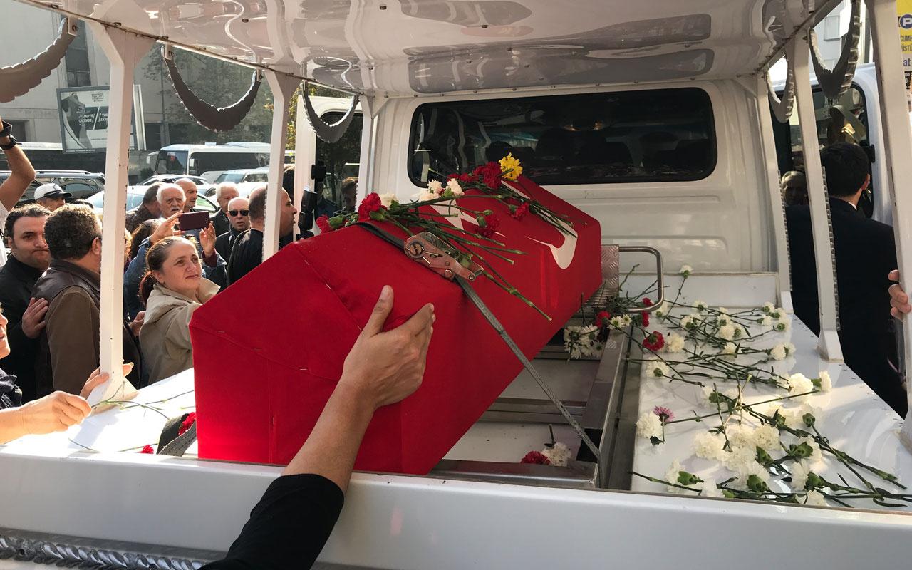Yıldız Kenter'in cenazesinde gözler kızını aradı ünlüler cenazeye akın etti