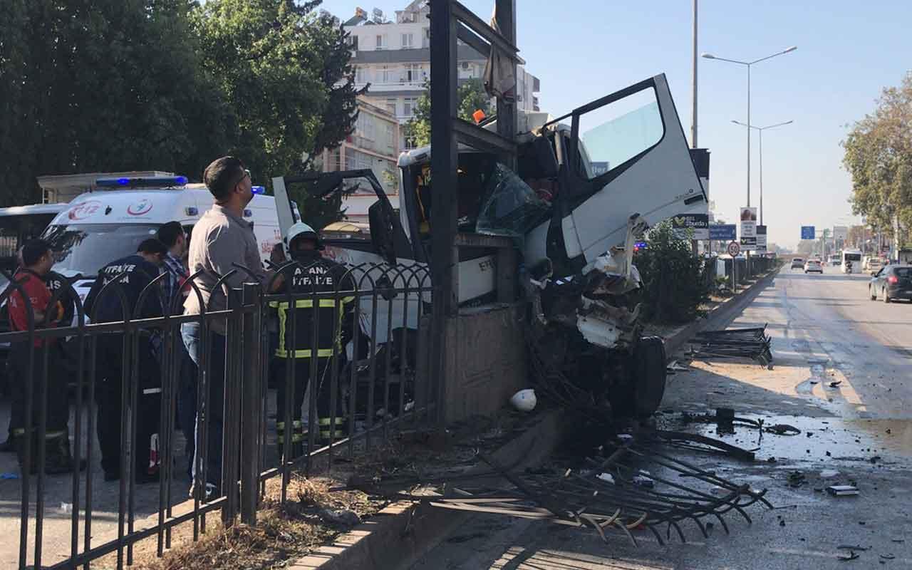 Adana'daki kazada baba oğul vinçte sıkıştı