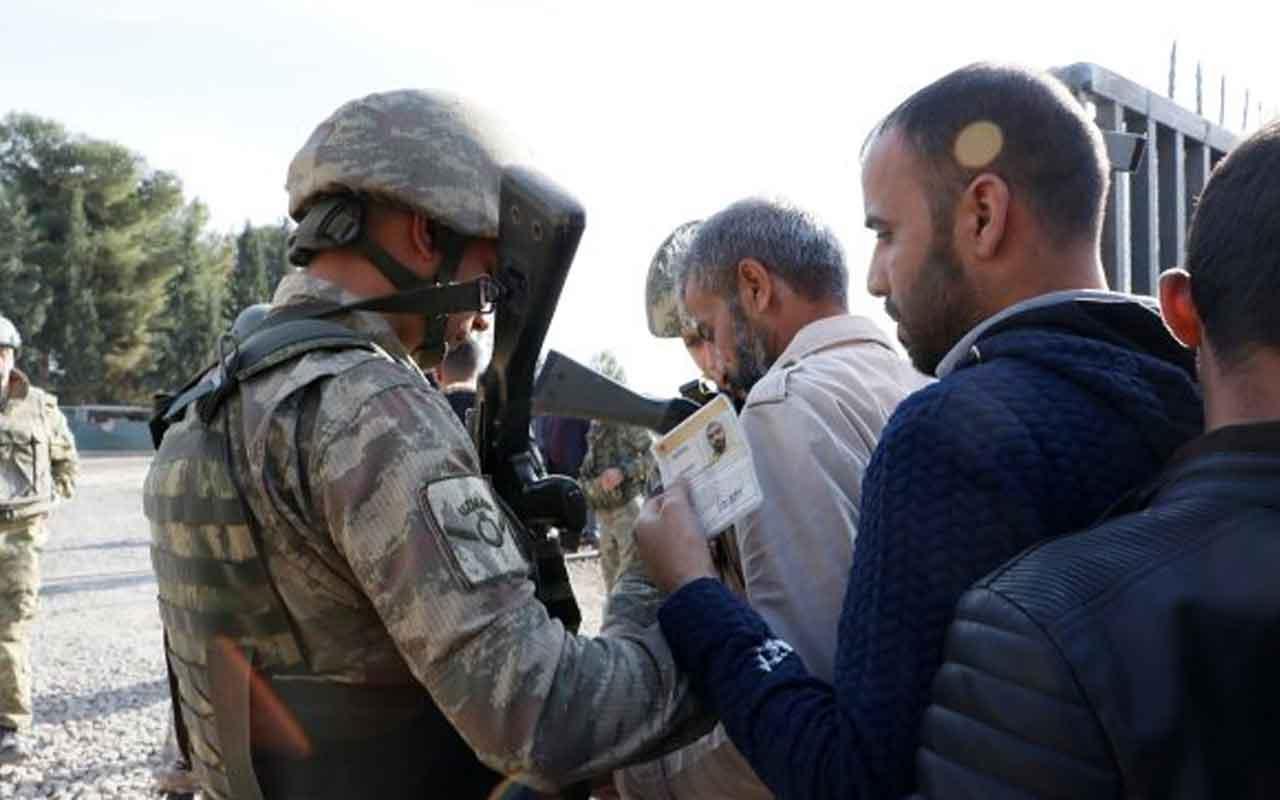 Suriyeliler yıllar sonra kavuştukları topraklarda secdeye kapandı