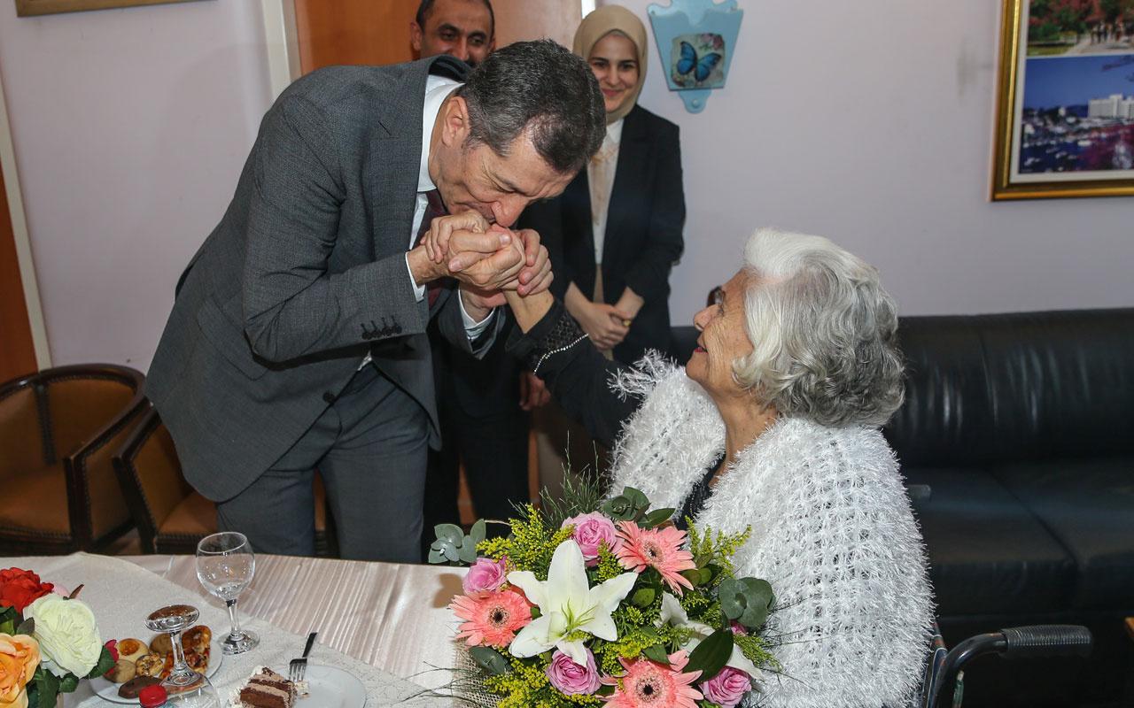 Milli Eğitim Bakanı Selçuk, huzurevindeki emekli öğretmenleri ziyaret etti