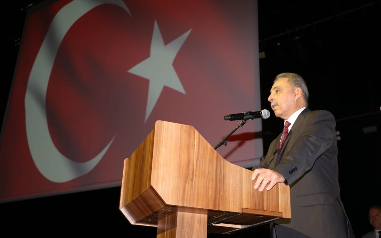Konya Valisi'nden kutlama programında 'Öğretmen gibi otur' uyarısı