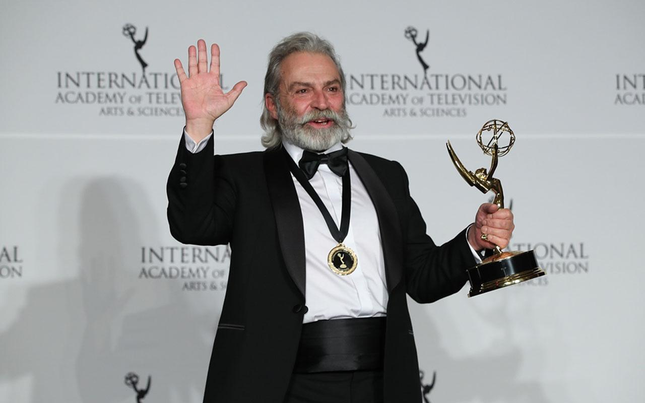 """Haluk Bilginer 47. Uluslararası Emmy Ödülleri'nde """"en iyi erkek oyuncu"""" seçildi"""