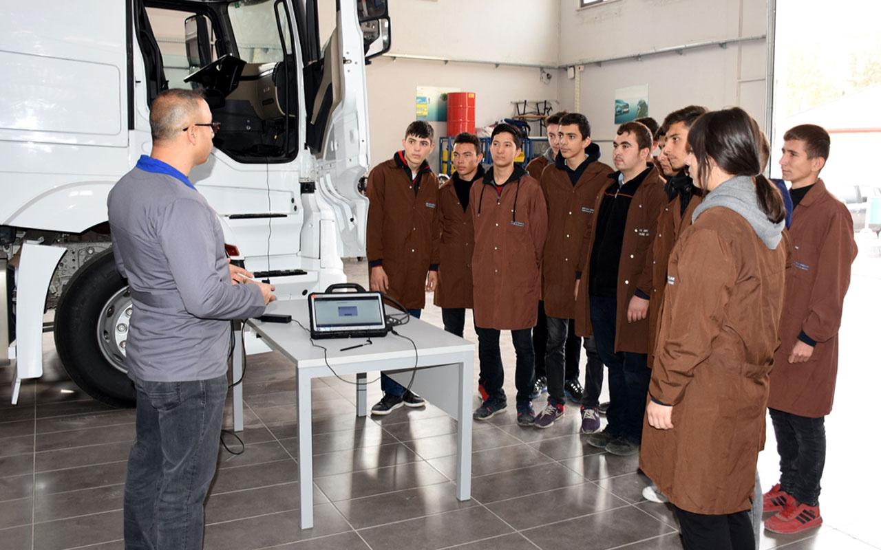 Mercedes-Benz Kamyon Fabrikası'nda iş imkanı sağlayan meslek lisesi