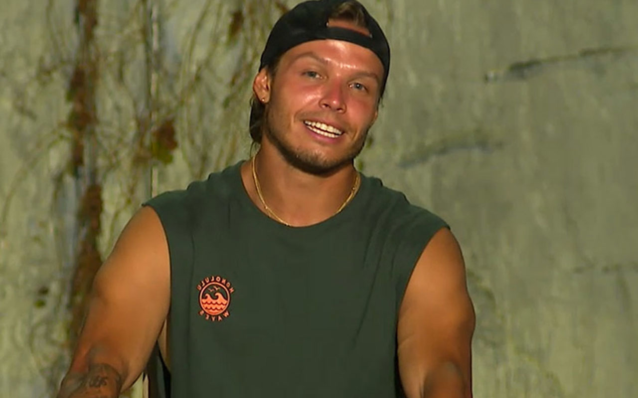 Survivor'ın sunucusu Murat Ceylan fena yakalandı! Merdivenlerde dudak dudağa...