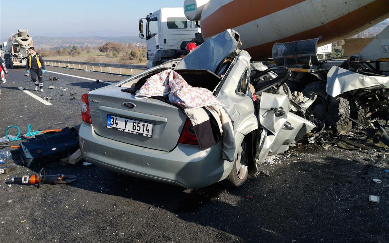 Beton mikserine çarpan otomobildeki çift feci şekilde öldü