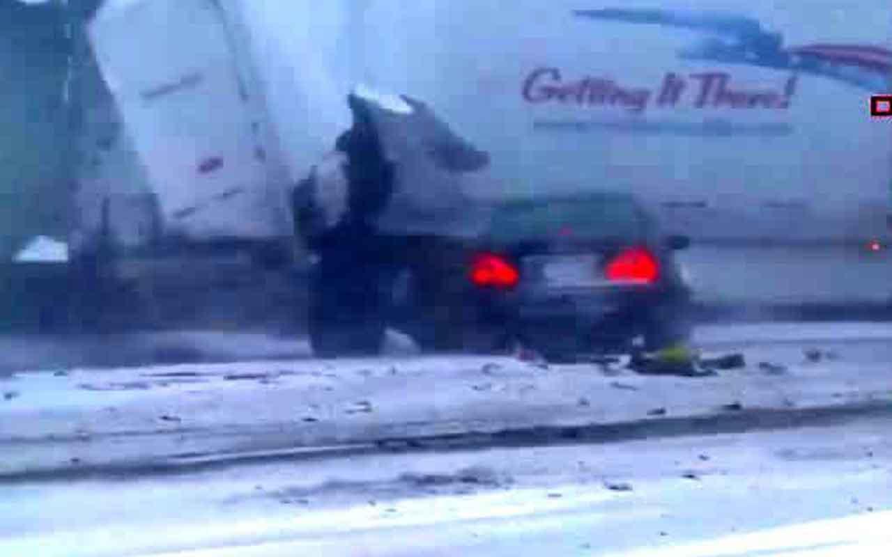 ABD'de 50 aracın karıştığı zincirleme kaza kamerada