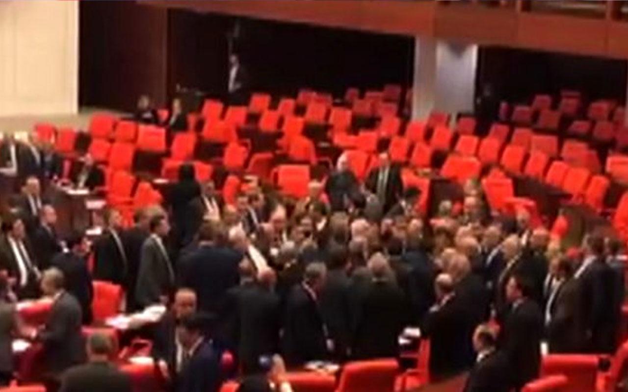 Meclis'te AK Partili ve CHP'li vekiller kavga etti! Küfürler havada uçuştu