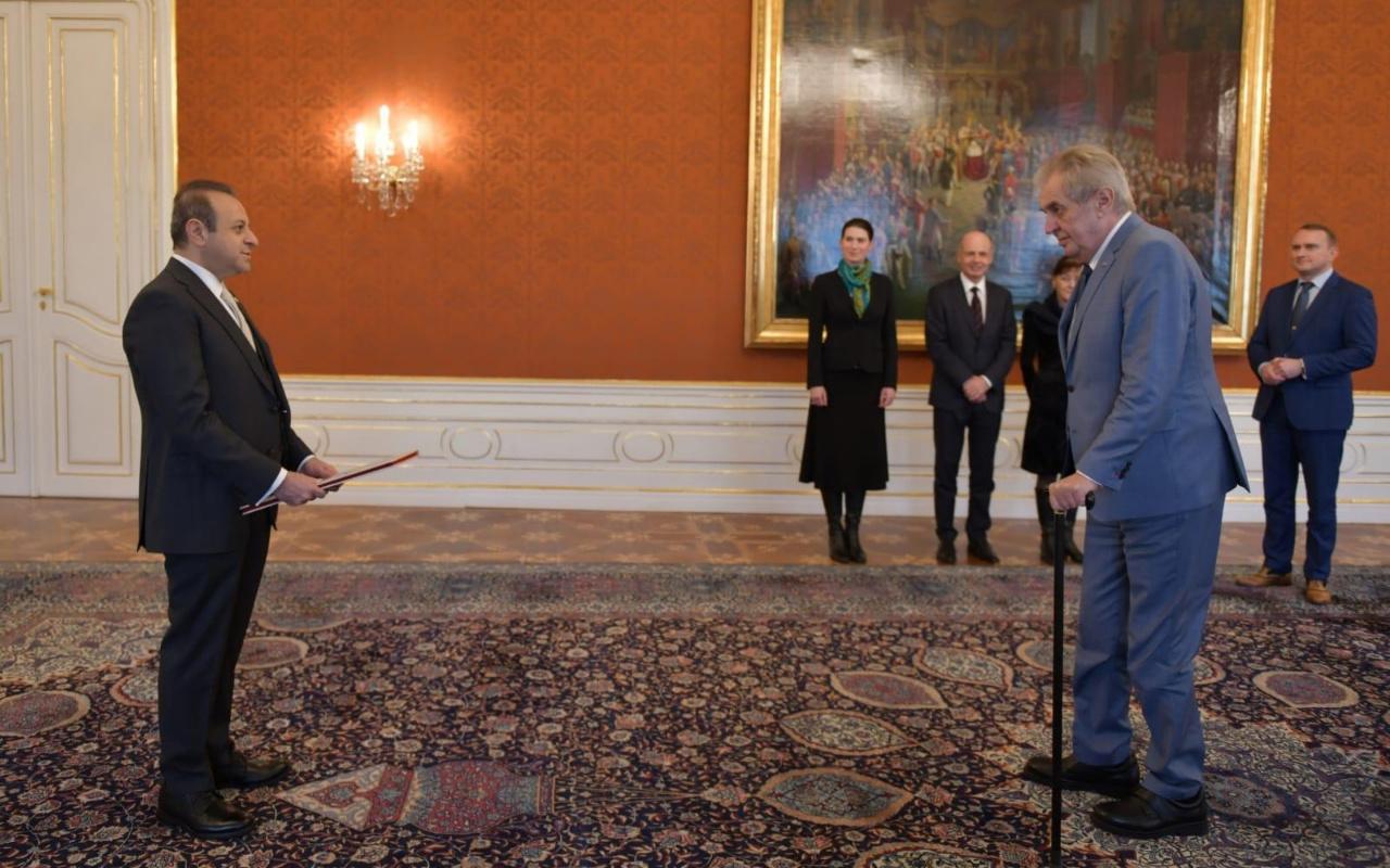 Prag Büyükelçisi Egemen Bağış güven mektubunu Çekya Cumhurbaşkanı'na sundu