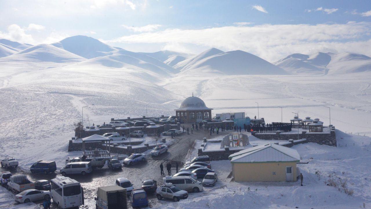 Erzurum'da 487 yıl önce Pir Ali Baba başlattı atlı hafızlar kentte böyle tur attı
