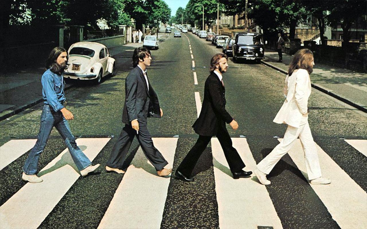 John Lennon'un gözlüğünü 170 bin euro'ya sattı