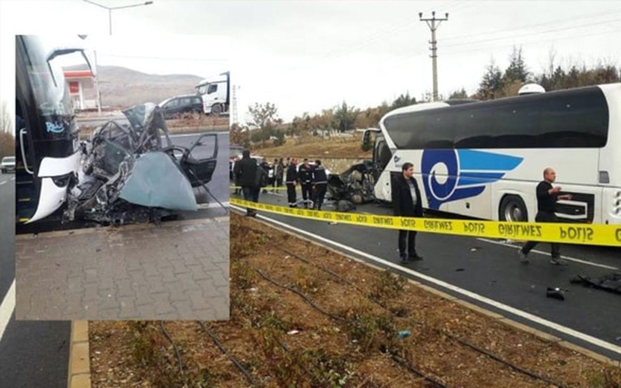 Otobüs ile otomobil çarpıştı: Belediye Başkanının sekreteri ve iki çocuğu öldü!