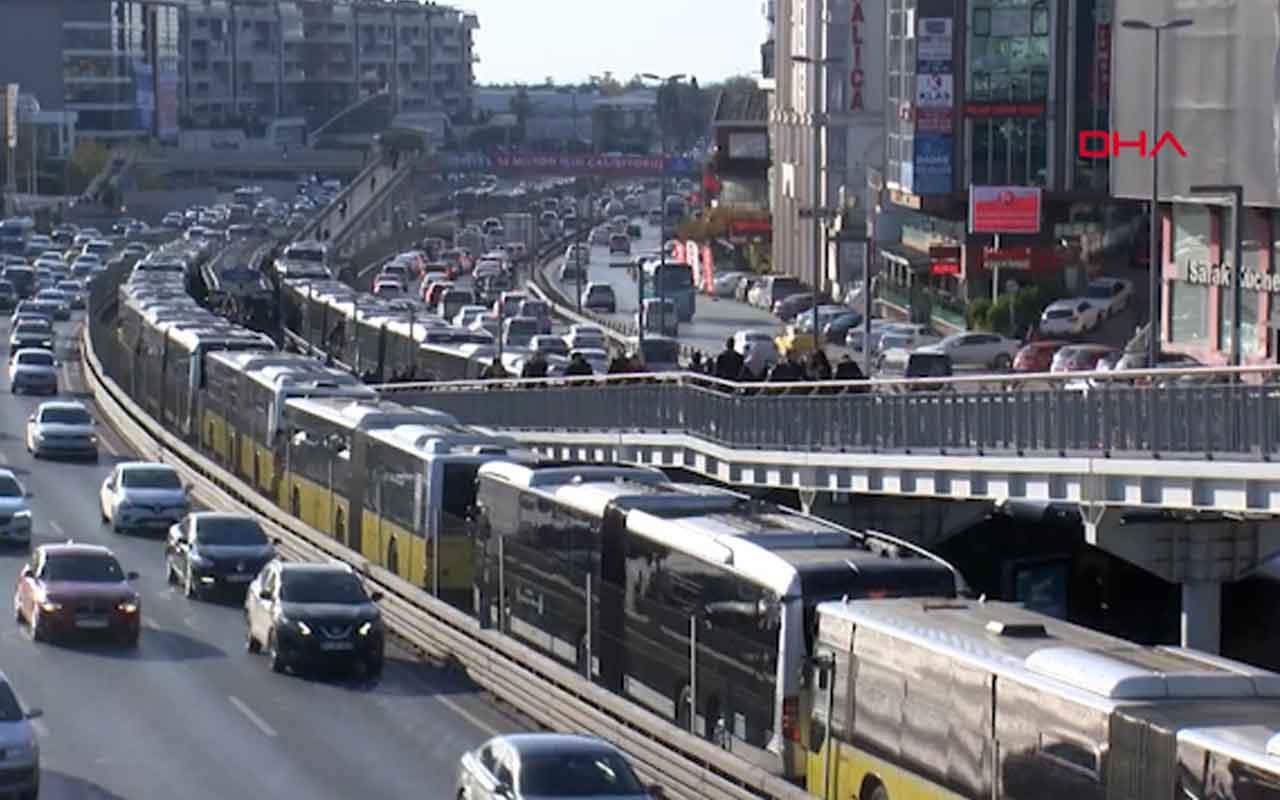 Florya'da metrobüs arızalandı uzun kuyruklar oluştu