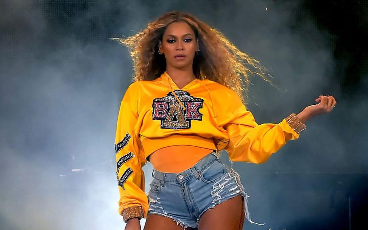 Beyonce kalçasına kadar uzanan derin yırtmaçla mest etti beğenileri topladı