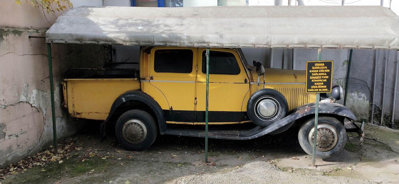 Satarsanız hakkını helal etmem demiş 1930 model otomobil ilgi çekiyor