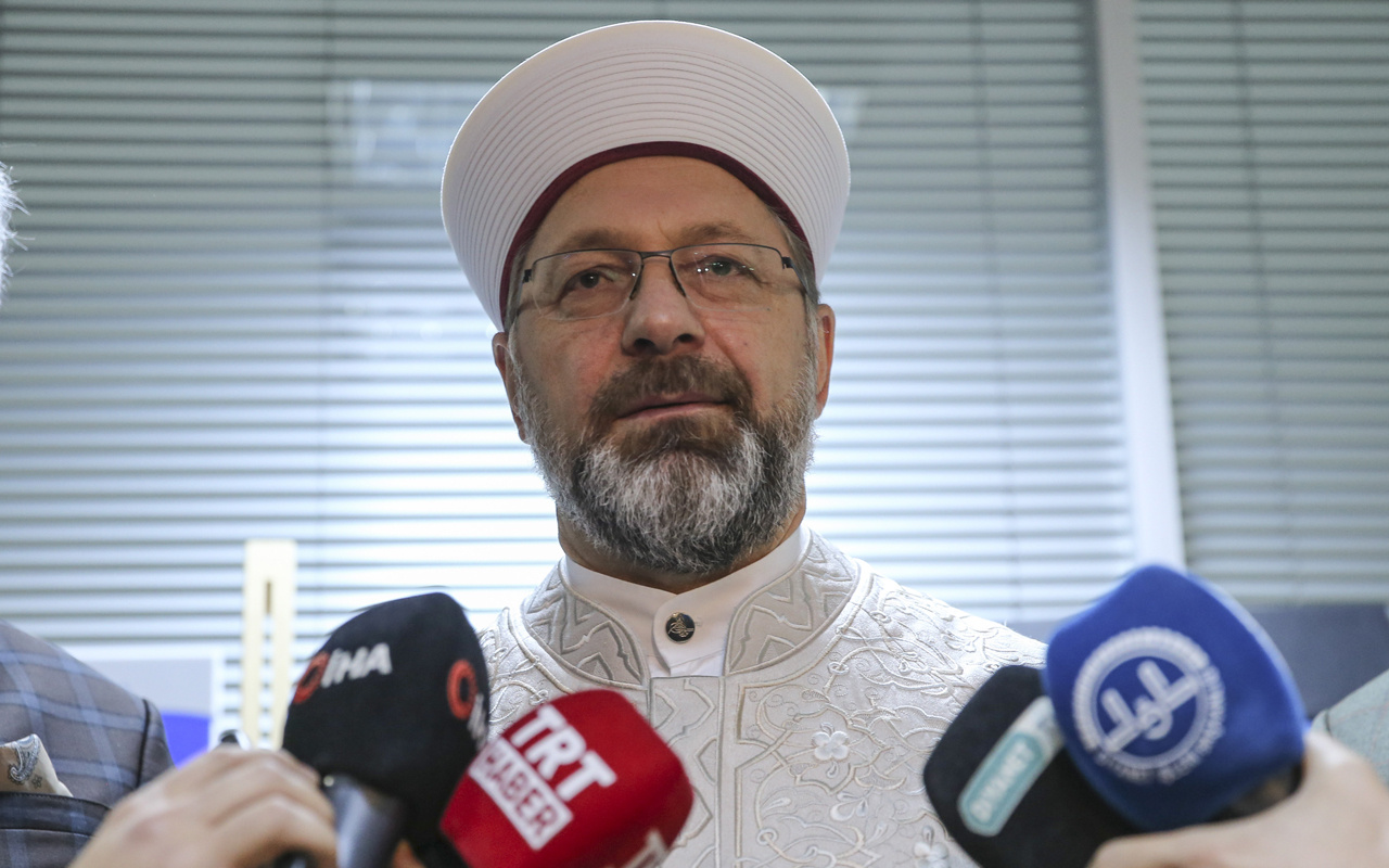 Diyanet İşleri Başkanı Erbaş'tan camide tabure ve sandalye açıklaması