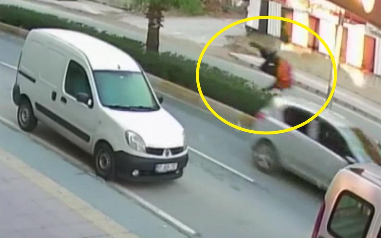 Antalya'da bir genç minibüse yetişmek isterken ölümden döndü