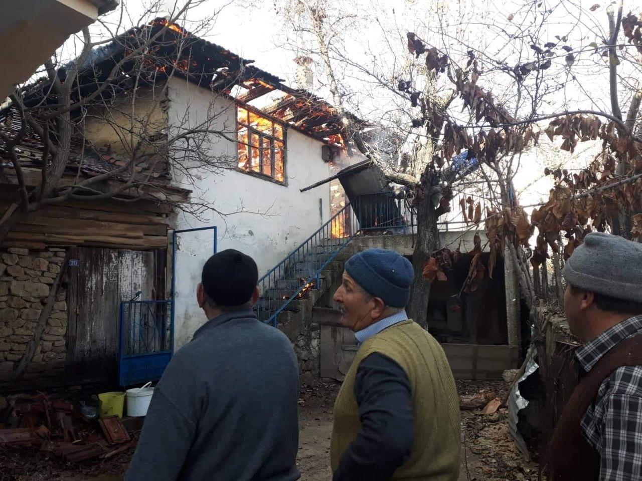 Bir hafta içinde hem eşini hem evini kaybetti! 78 yaşında yarı felç sokakta kaldı