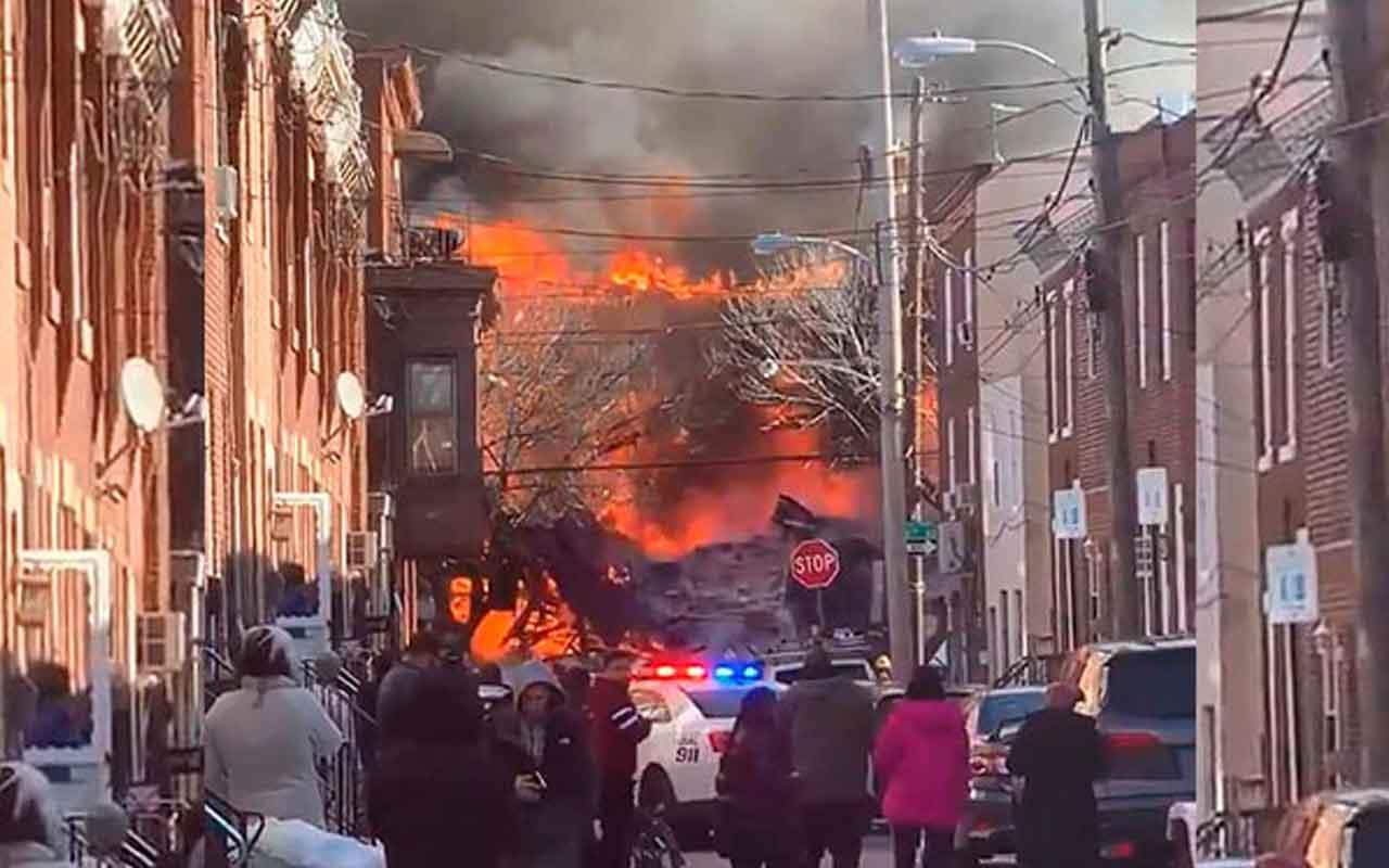 ABD'de patlama 3 ev yıkıldı 1 kişinin cesedine ulaşıldı