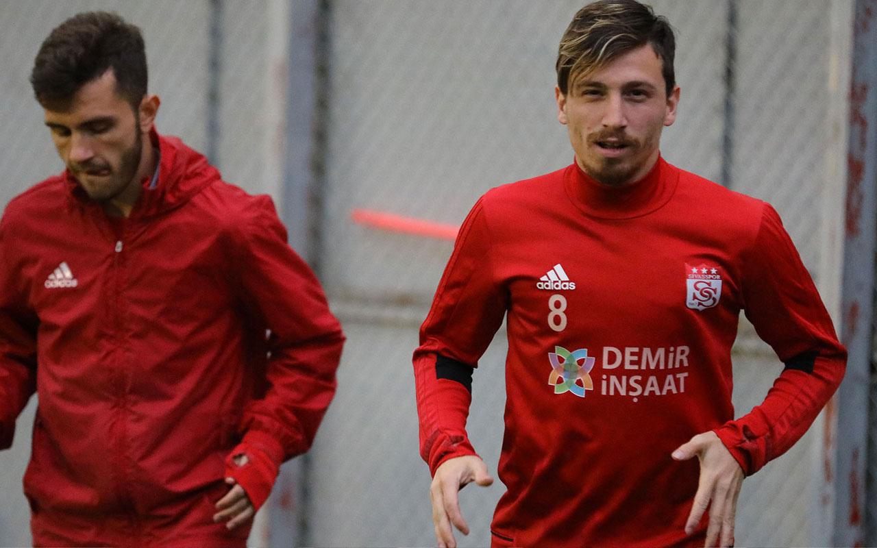 Galatasaray Mert Hakan Yandaş'ı renklerine bağladı Sivasspor'un iki yıldızını da kaptı
