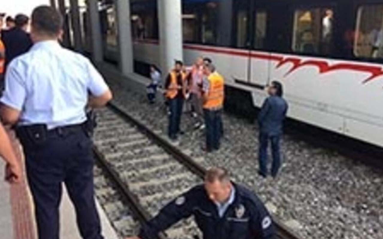 İzmir İZBAN durağında intihar! Beklenmedik bir anda raylara atladı